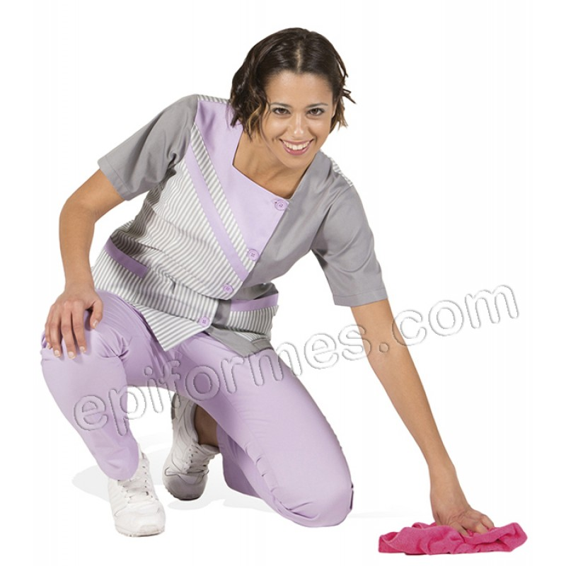 Blusa limpieza adornos lila